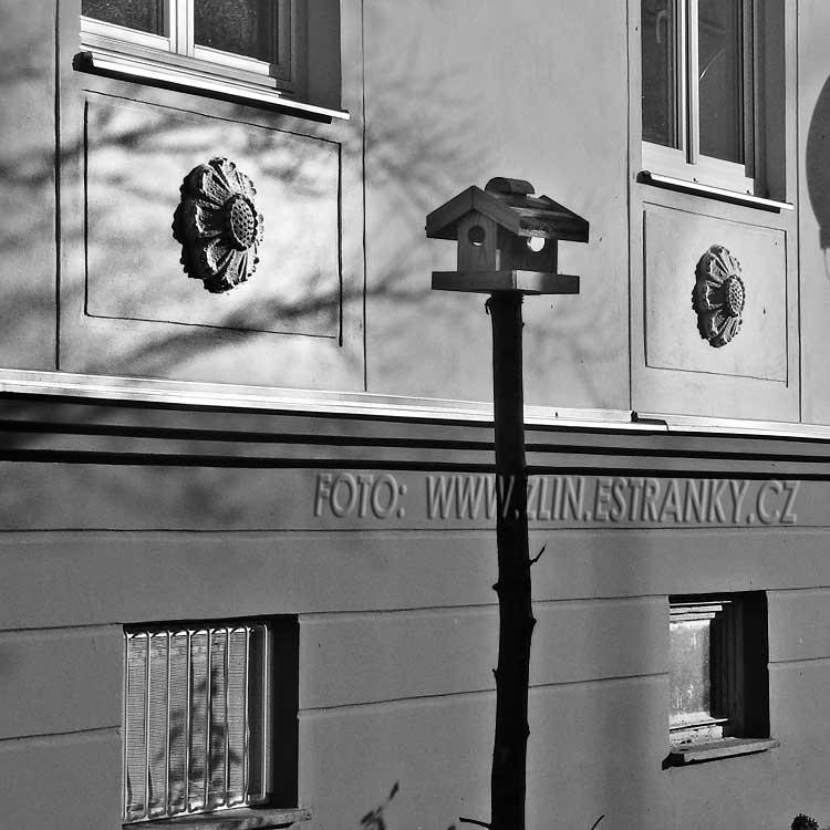 https://zlin.estranky.cz/img/original/1014/1953-55---kamenna-x-prlovska---sidliste-lazy---detail-fasady.jpg