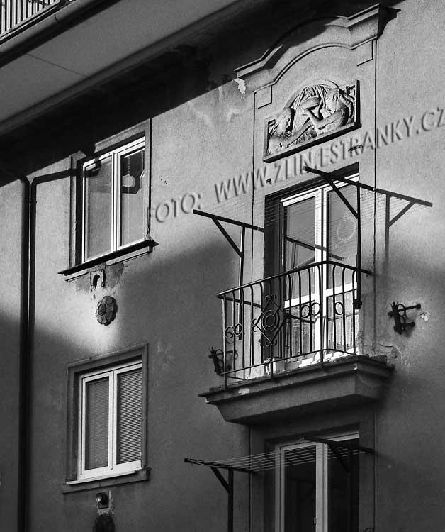 https://zlin.estranky.cz/img/original/1015/1953-55---kamenna-x-prlovska---sidliste-lazy---domovni-znameni.jpg