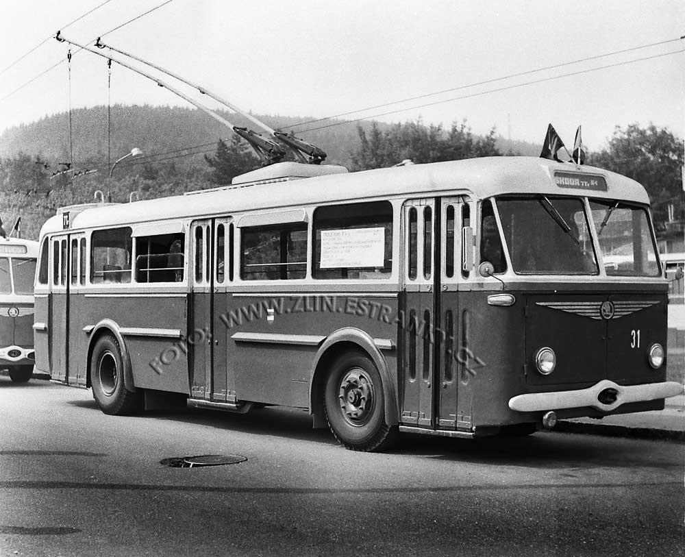 1989 - nadjezd na Již. svahy - zprovoznění trolejbusové dráhy 02