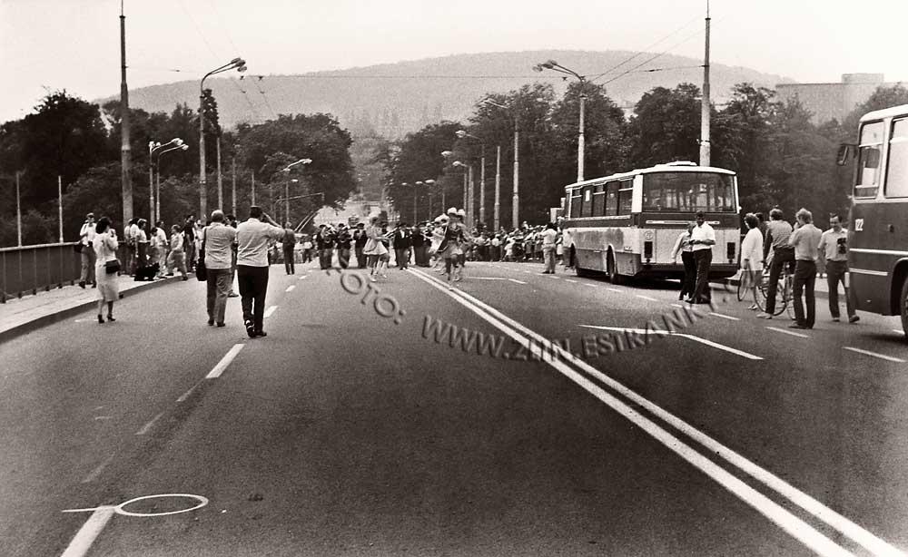 1989 - nadjezd na Již. svahy - zprovoznění trolejbusové dráhy