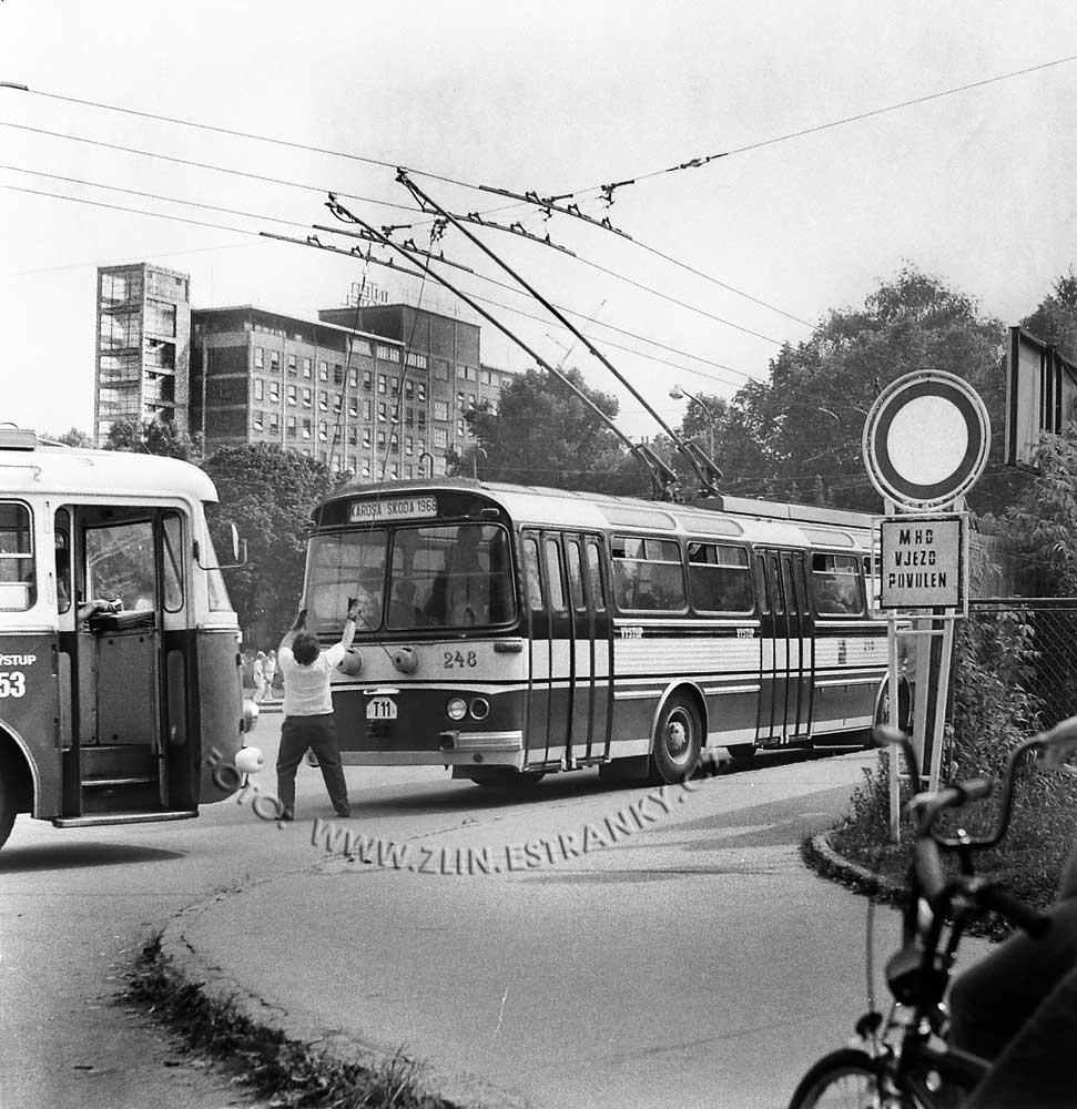 1989 - nadjezd na Jižní svahy - otevření trolejbusové dráhy 00000