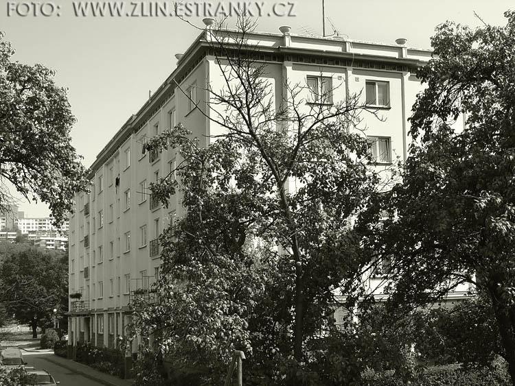 https://zlin.estranky.cz/img/original/520/1954---nabr.-pionyru--u-podjezdu----panelovy-dum-g-40.jpg
