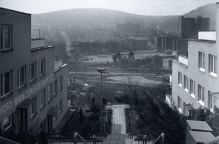 1976 + 1986 - Jižní svahy - terasové rodinné domy
