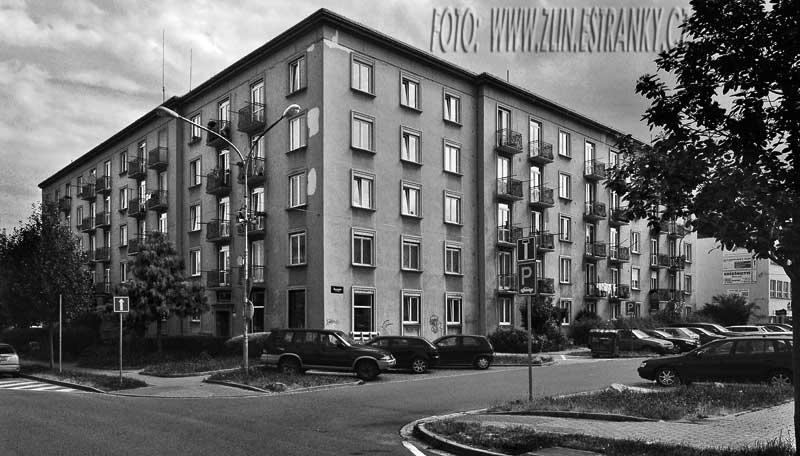 https://zlin.estranky.cz/img/original/973/1955---bri.-jaronku---experimentalni-rohovy-dum-16-55.jpg
